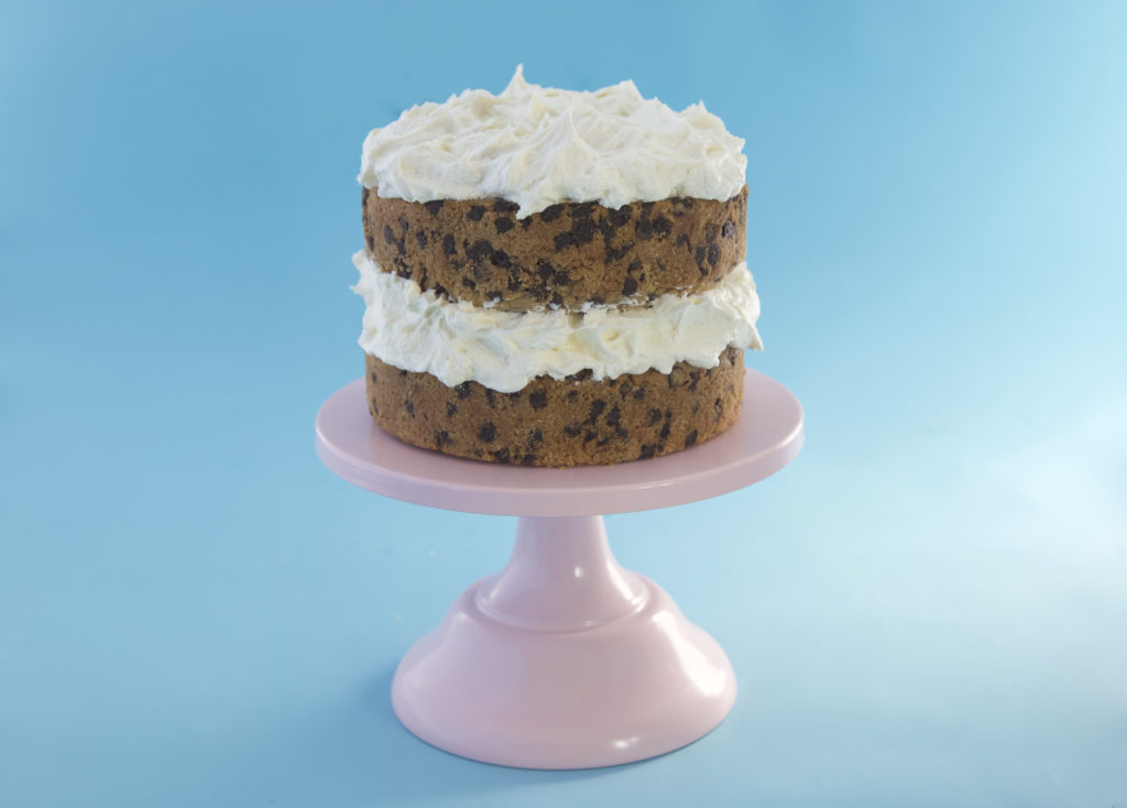 how to bake a vegan banana cookie cake, dairy free, egg free, easy recipe, vegan baking, cookie cake, vegan cake, vanilla cake, chocolate chip cookie, cake